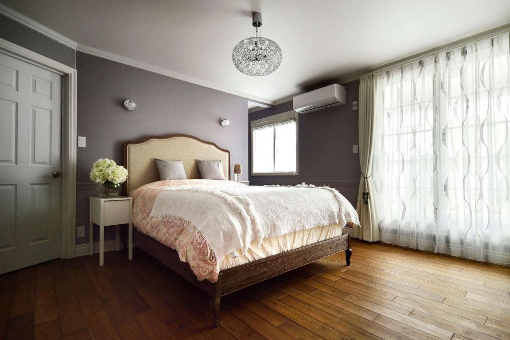 パリアパルトマンスタイルのガレージハウスの寝室